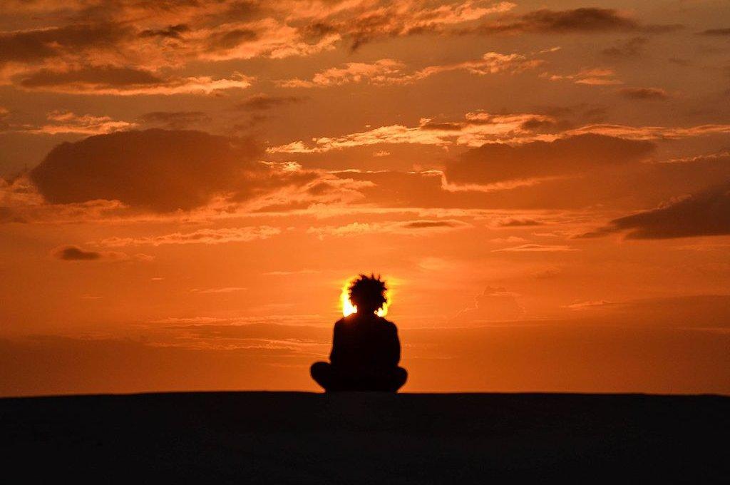 O que faz mais bem à saúde: Meditação ou Férias?