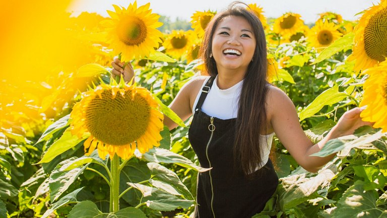 Quando seu rosto sorri, sua mente se torna mais positiva