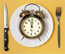 Por que nosso corpo armazena gordura quando comemos à noite?