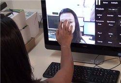 Espelho virtual testa maquiagem antes da aplicação